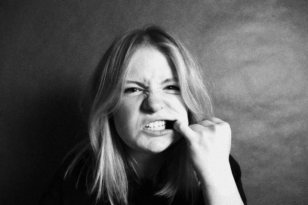 Zgrzytanie zębami - jak leczyć Co oznacza zgrzytanie zębami