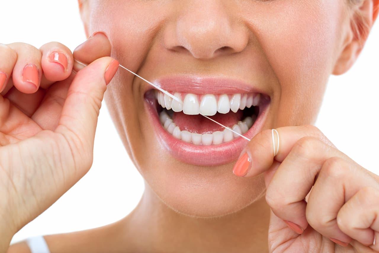 Nić dentystyczna – czy warto jej używać