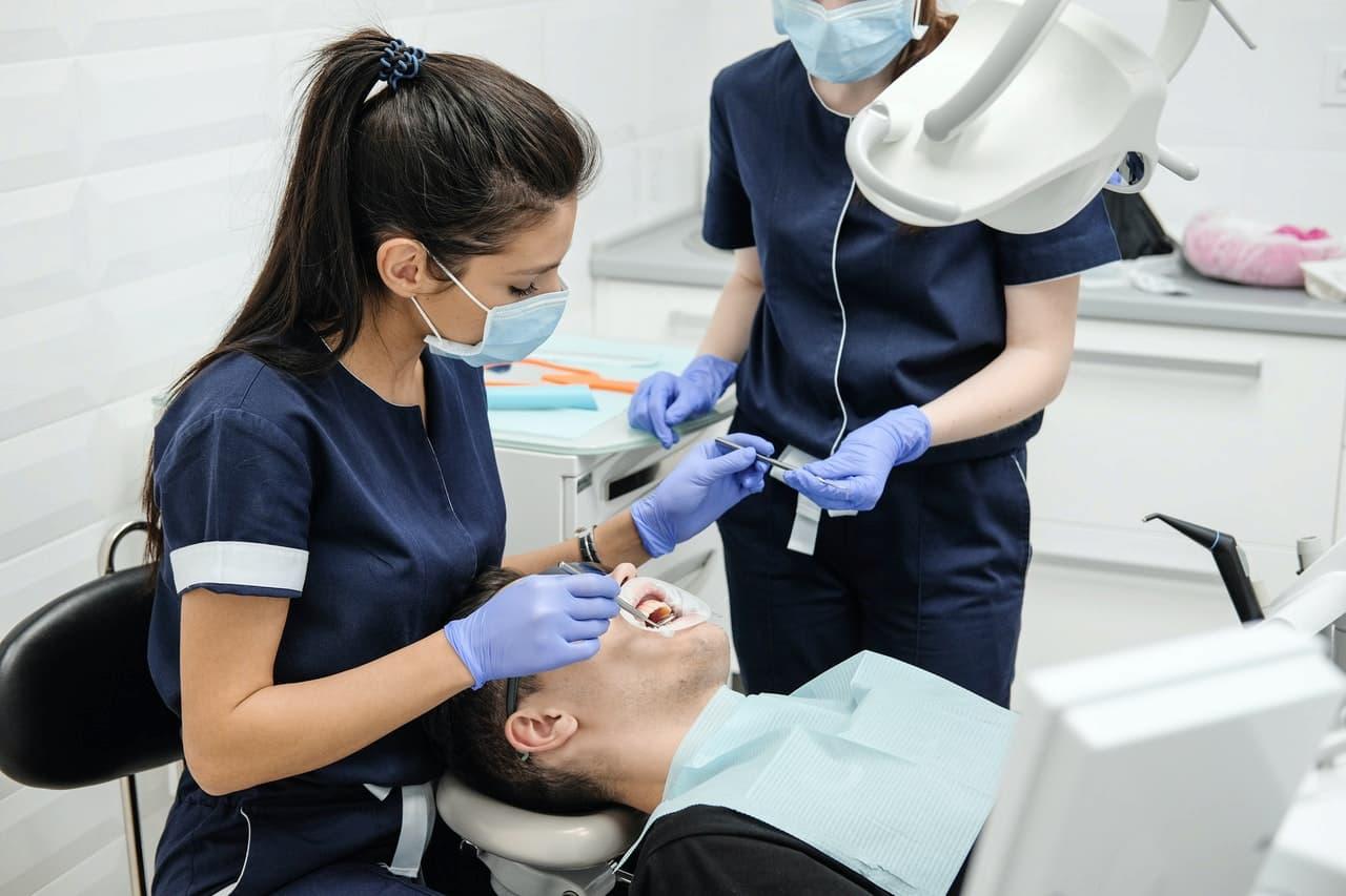Usuwanie zębów pod narkozą – charakterystyka, koszt, przebieg